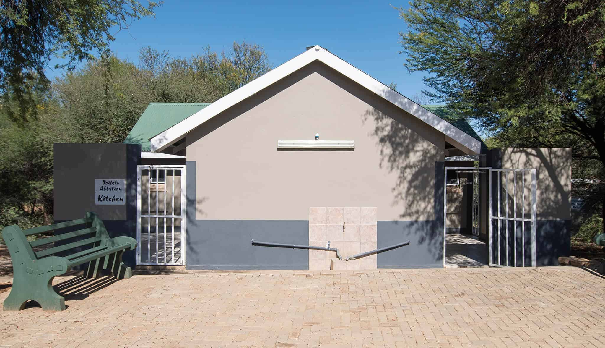 Standard camping & caravanning sites | Communal bathroom & kitchen facilities | Camping & caravanning sites in Windhoek | Arebbusch Travel Lodge